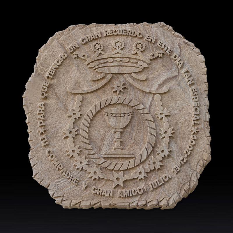 Escudo de cofradía hecho en piedra