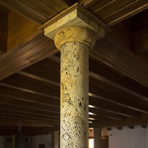 Columna de mármol travertino oro