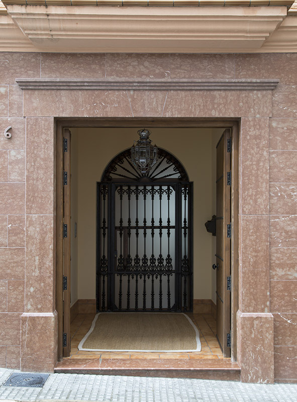 Zocalos de fachadas materiales biohaus empleados for Zocalos para paredes exteriores